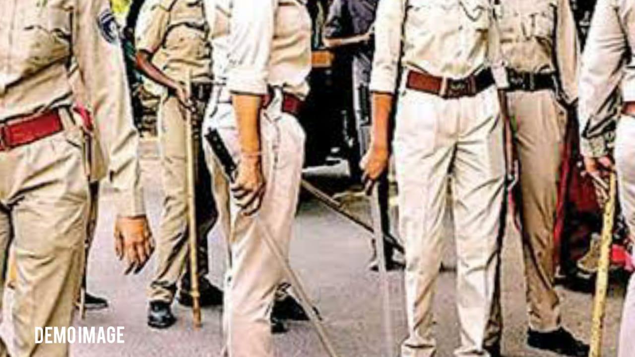 #Surat - 'યે મસ્ત આઇટમ, તૂ કૈસી હૈ, કહી જાહેર રસ્તા પર મહિલા પોલીસકર્મીની છેડતી કરાઇ