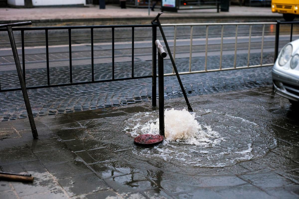 #Rajkot - મોચી બજારમાં પાણીની પાઈપ લાઈનમાં ભંગાણ, 3 થી 4 વોર્ડમાં પાણી વિતરણ ઠપ્પ થતા રોષ