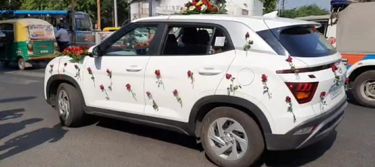 #Vadodara - લગ્નમાં તો ચાંલ્લો મળે પણ અહીં તો રૂ. 1000 નો કરવો પડ્યો