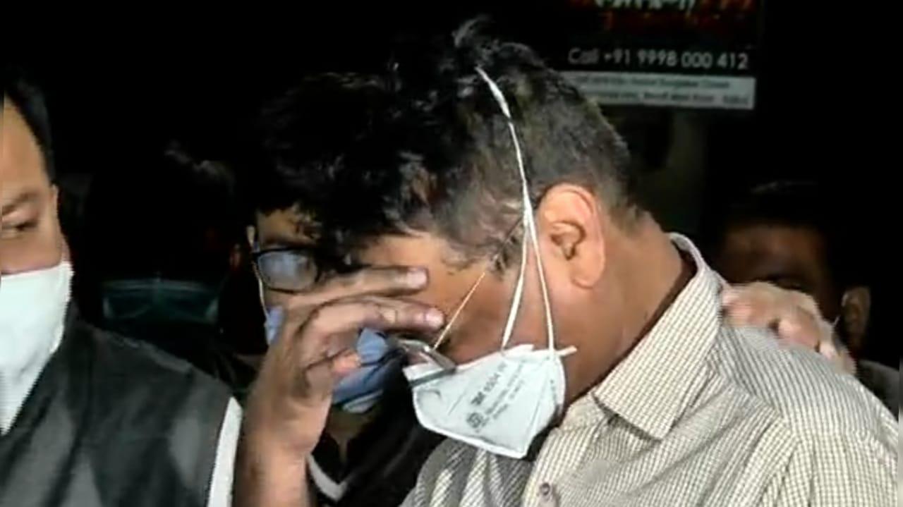 "#Rajkot અગ્નિકાંડ : આગ લાગતાં જ ડો. કરમટાએ દર્દીઓને ખભે ઉંચકી બહાર કાઢ્યાં, ""ઓફસોસ"" કરતા રડી પડ્યા"