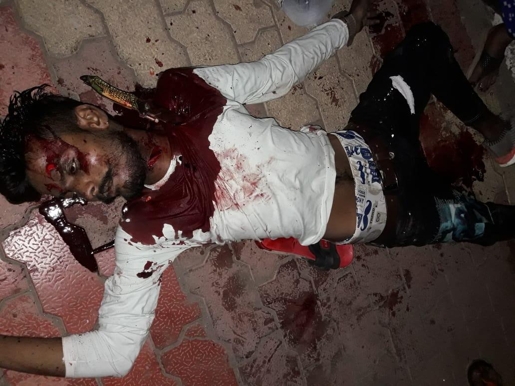 #Surat - રાત્રી કર્ફ્યુ દરમિયાન યુવકની ઘાતકી હત્યા, ગળાના ભાગે ઉપરા-છપારી છરીના ઘા ઝીંક્યા