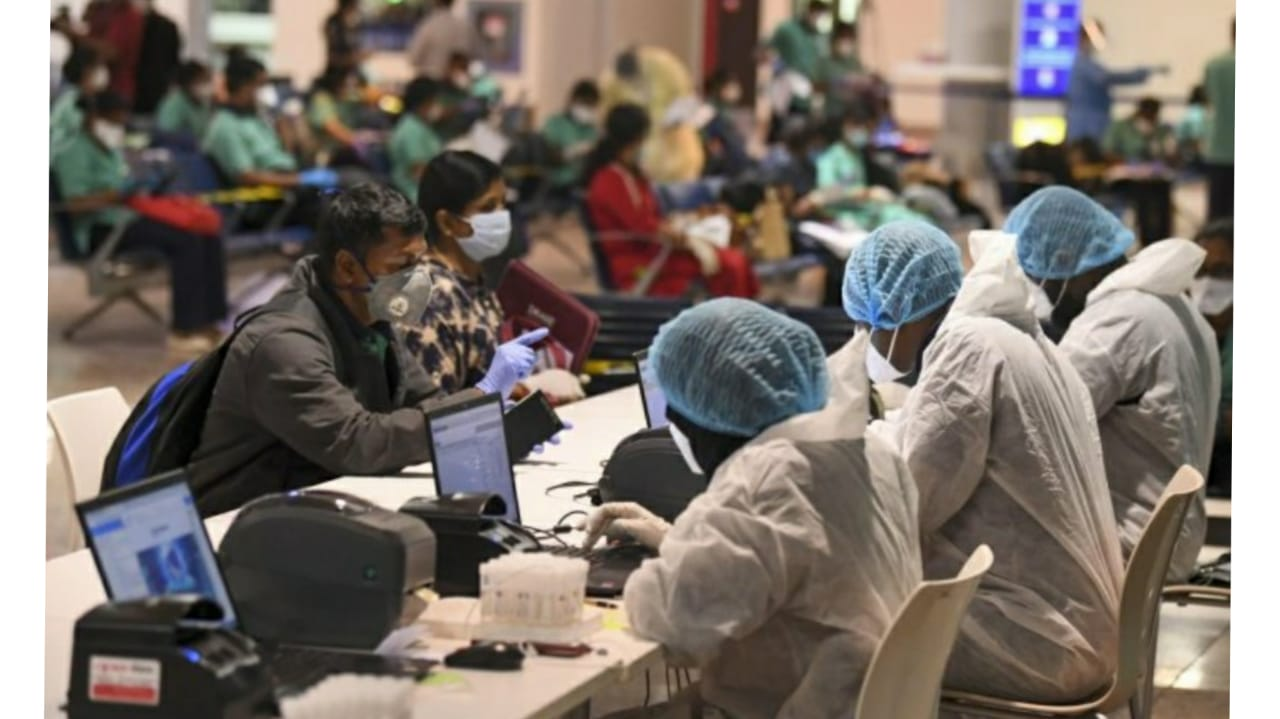 #Ahmedabad - લંડનથી આવેલા ચાર કોરોના પોઝિટિવ દર્દીમાં નવો સ્ટ્રેન છે કે નહીં તે જાણવા બ્લડ ટેસ્ટ સહિતના રિપોર્ટને તપાસ માટે પૂના મોકલાયા