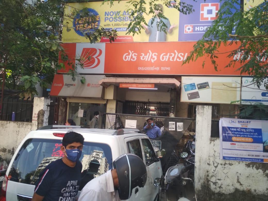 #Surat - તંત્ર દ્વારા તમામ બેંક કર્મચારીના કોરોના ટેસ્ટીંગ કરવા આદેશ, ATM સેનીટાઇઝ કરાશે