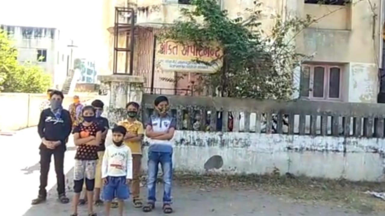 #Vadodara - નાના ભૂલકાઓ પાછળ પાલતુ કૂતરો દોડાવી ડરનો માહોલ ઉભો કરવાનો પ્રયાસ, જુઓ CCTV