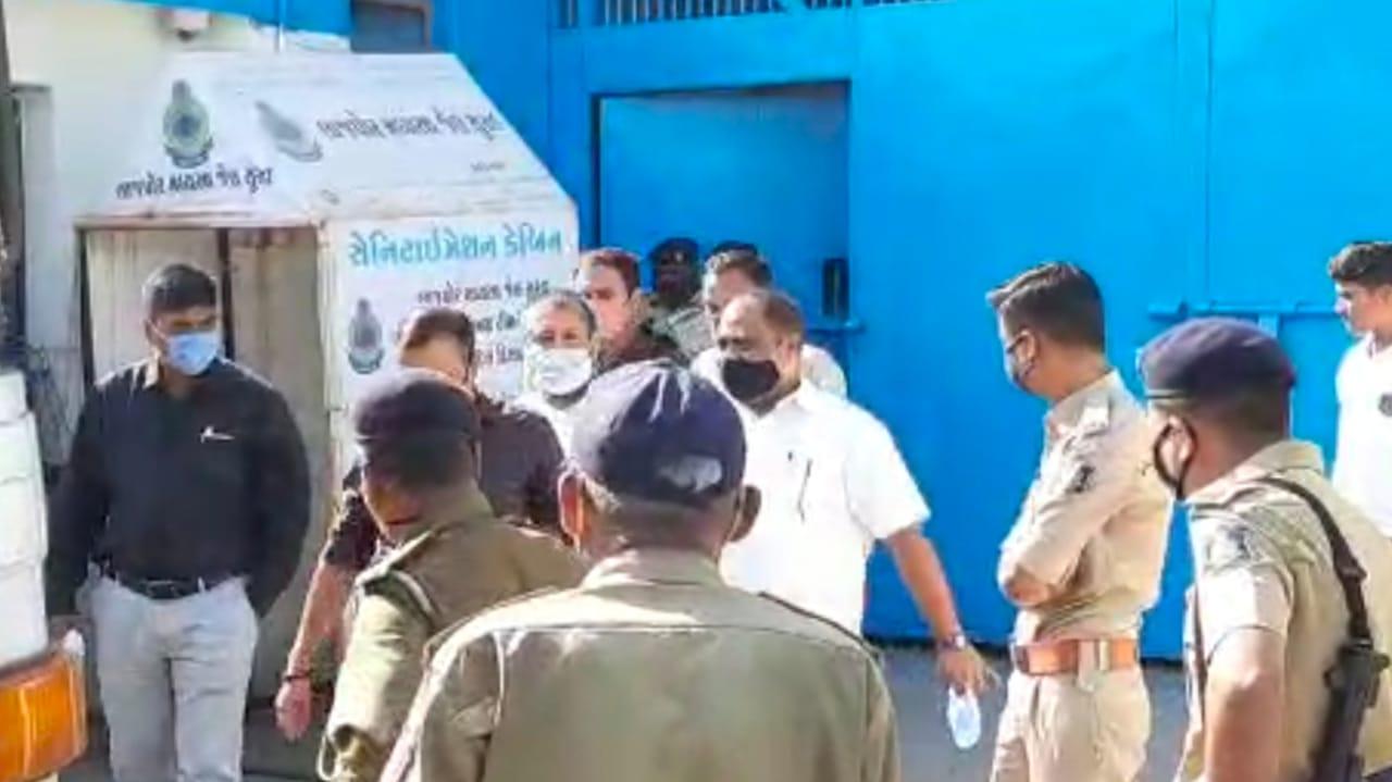 #Surat - દુષ્કર્મ કેસમાં સજા ભોગવી રહેલા નારાયણ સાંઇને 7 વર્ષ બાદ 14 દિવસના વચગાળાના જામીન મળ્યા, જુઓ VIDEO