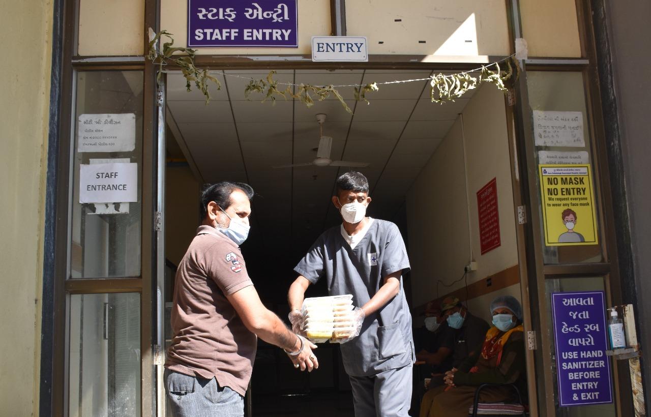 #Jamnagar - ખાઇ કે ચાવી ન શકતા કોરોનાના દર્દીઓને અપાઇ રહ્યા છે 'લીકવીડ ડાયટ'