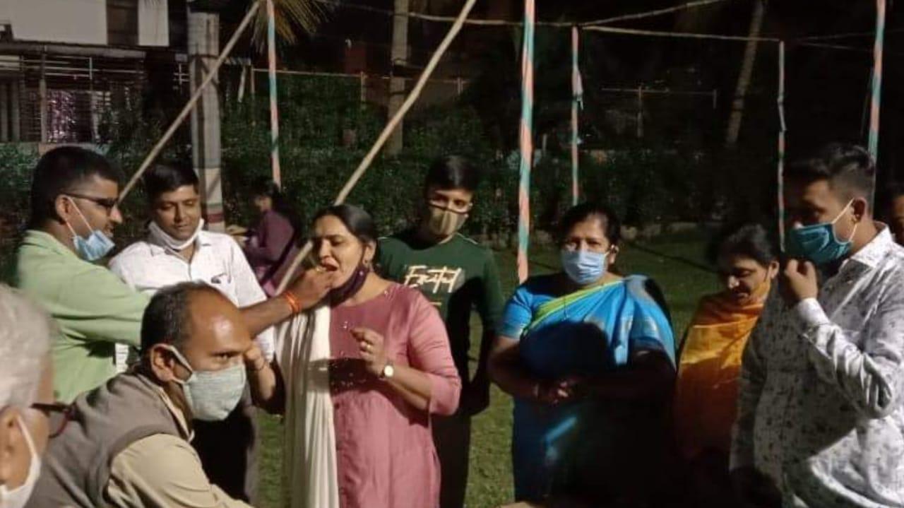 #Vadodara - BJP કોર્પોરેટરના બર્થડે સેલીબ્રેશનમાં કોવિડ ગાઇડલાઇન્સના ધજાગરા ઉડ્યા, ડો. વિજય શાહની ટ્વીટ અપીલનું પોલીસ પાલન કરશે ?