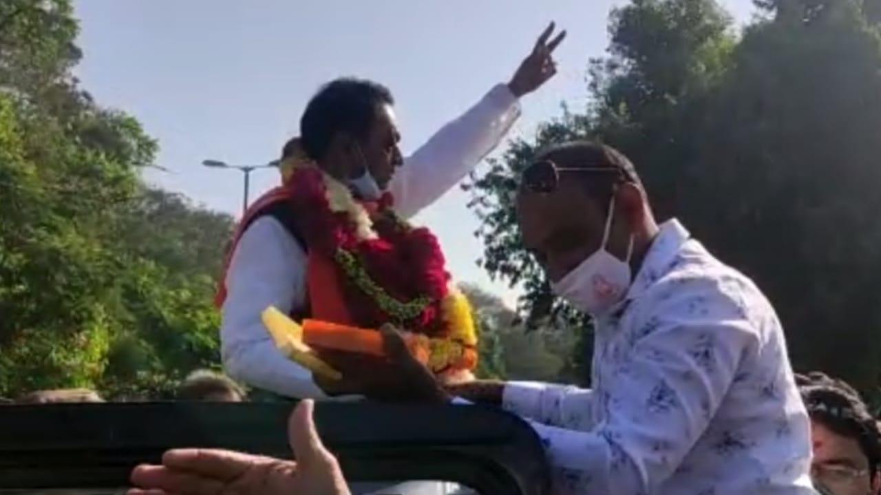 #Vadodara - બરોડા ડેરીની ચૂંટણીમાં BJP સમર્થિત પેનલનો વિજય, જીતના ઉન્માદમાં કોરોના ભુલાયો