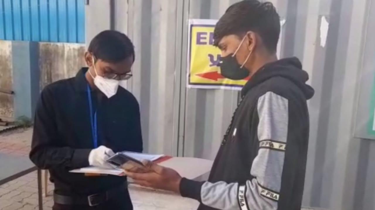 #Rajkot - આરોગ્ય વિભાગ દ્વારા કોરોના વેક્સિનની મોકડ્રિલ શરૂ, એક-એક મિનિટનો રખાશે હિસાબ