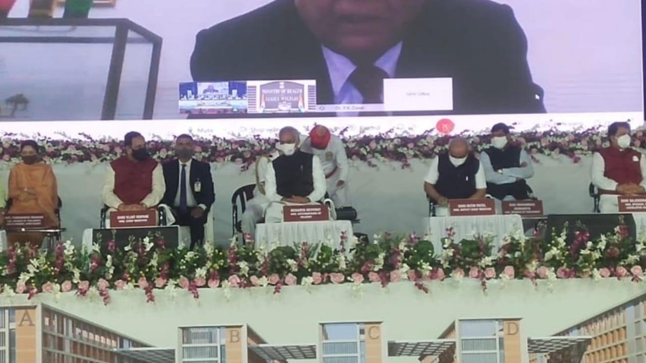 #Rajkot - PM મોદીએ એઈમ્સનું ખાતમુહૂર્ત કર્યું, ગુજરાતીમાં કેમ છો ? કહી સંબોધનની શરૂઆત કરી, કહ્યું- દરેક રાજ્યમાં એઈમ્સ પહોંચે તે સરકારનું લક્ષ્ય