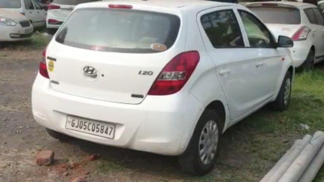 #Surat - કાર્બનમોનોક્સાઇડ ગેસ વડે વેપારીએ કારમાં જીવન ટુંકાવ્યું, ગ્લાસ પર સ્ટીકર માર્યું કે, DON'T OPEN THE DOOR, CALL THE POLICE