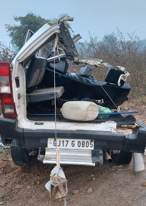 #Mahisagar - સરકારી ગાડી અને ખાનગી ટ્રાવેલ્સની બસ વચ્ચે અકસ્માત : મામલતદાર અને ડ્રાઇવરનું મોત