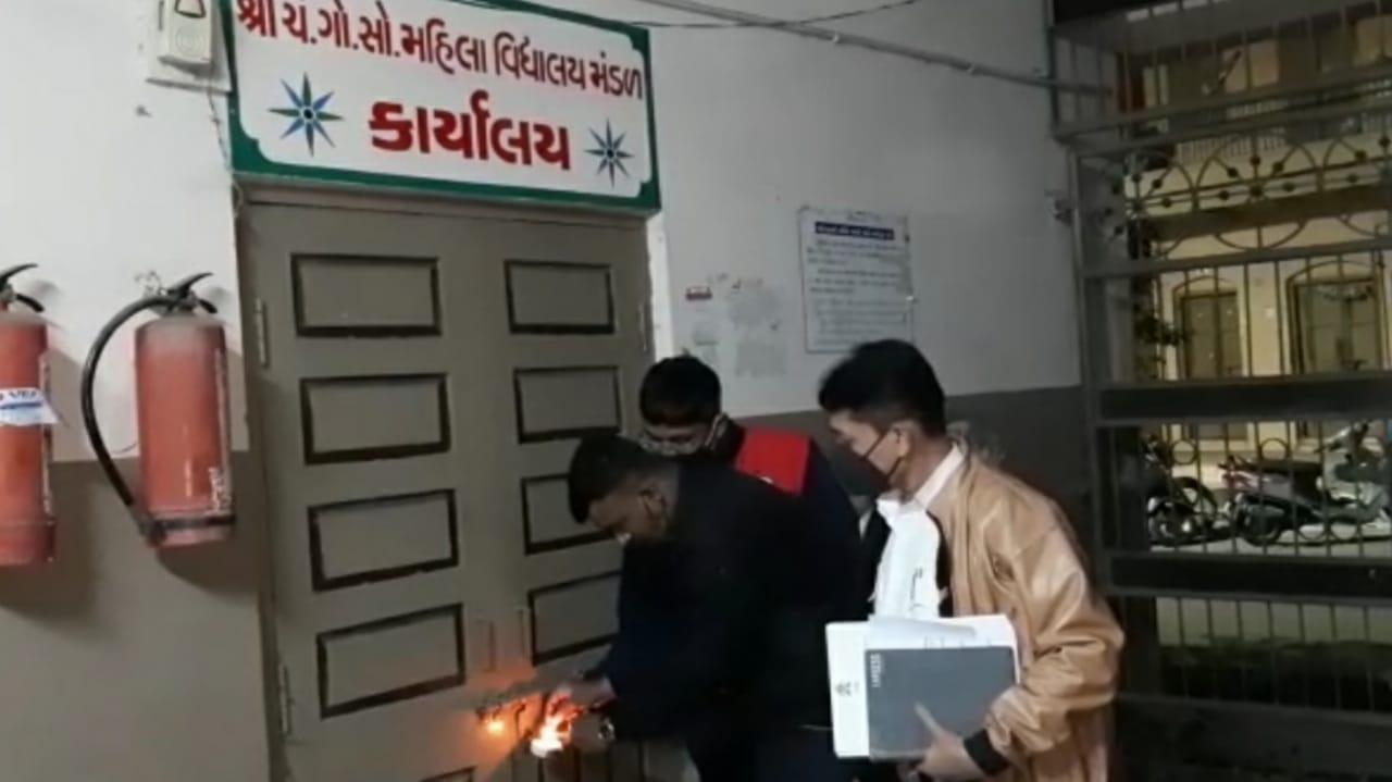 #Surat - ફાયર વિભાગે નોટિસ આપ્યા છતાં કોઈ કાર્યવાહી ન થતા ૧૦ સ્કૂલો સીલ