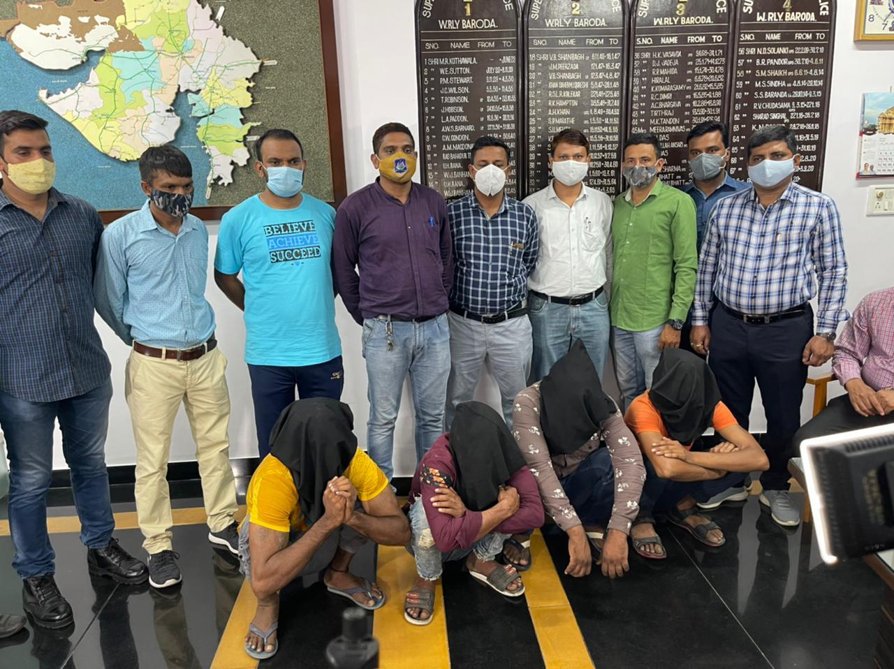 Vadodara Railway police Caught Gang